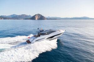 V65 Exterior white hull | V Class