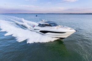 V60 Exterior white hull | V Class